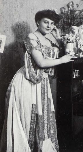 1906 frau1