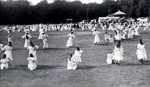 1909 fruehlingsfestMaedchen